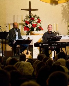 Jörg Streng (links) und David Plüss beim Konzert in der voll besetzten Bayreuther Kreuzkirche (Foto: Johannes Jakob)